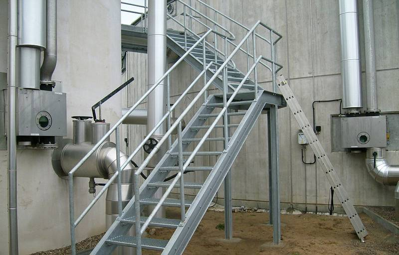 Podest Mit Treppe